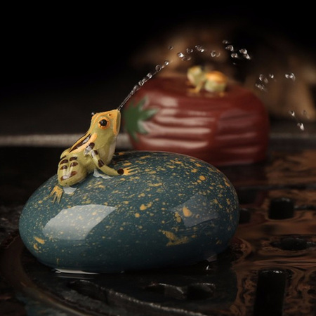 Yixing Handmade Tea Pet Water Spray Frog Tea Table Decoration